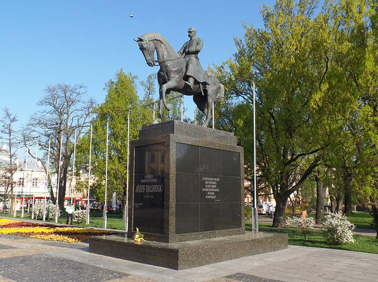 Piłsudski pomnik Plac Litewski Lublin ciekawostki atrakcje zabytki