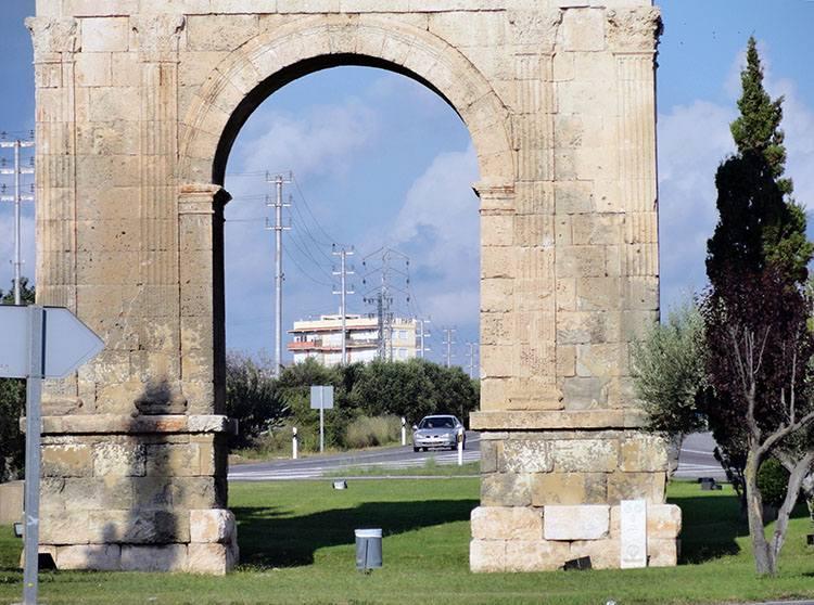 łuk triumfalny Tarragona Katalonia ciekawostki atrakcje zabytki