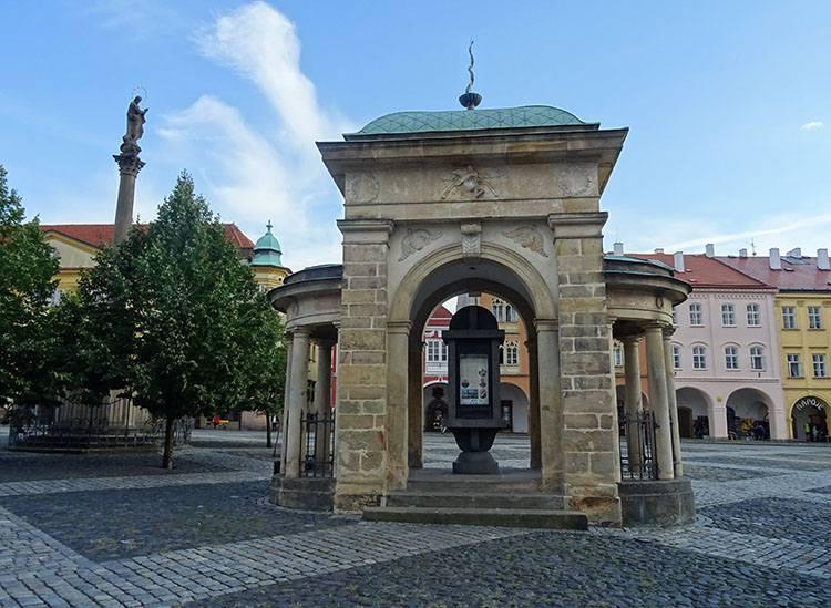 fontanna rynek Jiczyn Czechy ciekawostki atrakcje zabytki