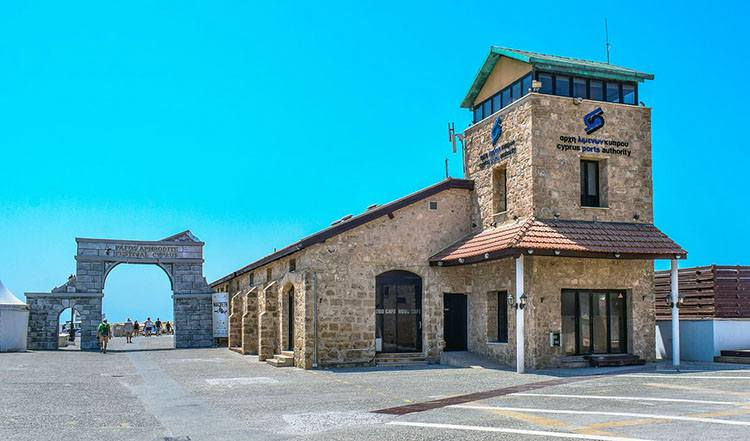 port Pafos Cypr ciekawostki lotnisko lotniska