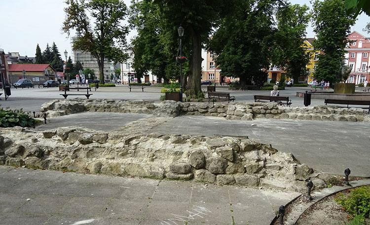ratusz mury rynek Krasnystaw ciekawostki atrakcje zabytki