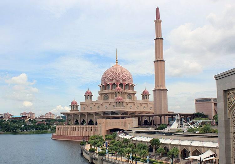 Putrayaja Malezja Żelazny Meczet największe meczety ciekawostki