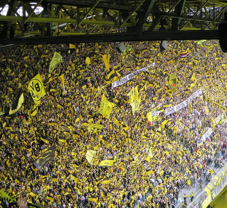 stadion Iduna Park Dortmund Niemcy Borussia największe stadiony świata piłka nożna