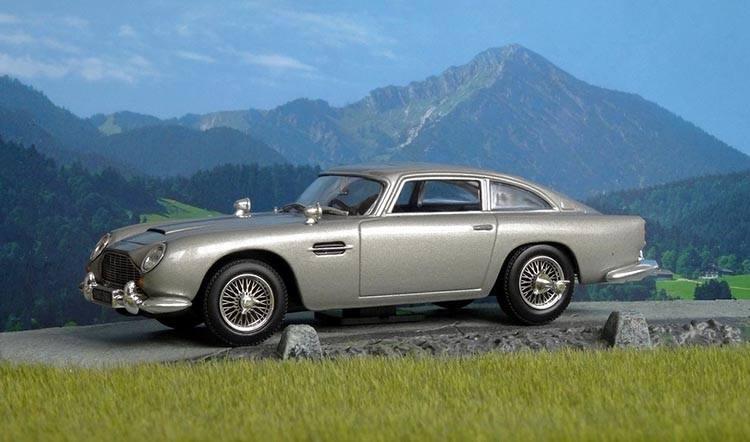 Aston Martin Goldfinger  James Bond ciekawostki hazard bakarat