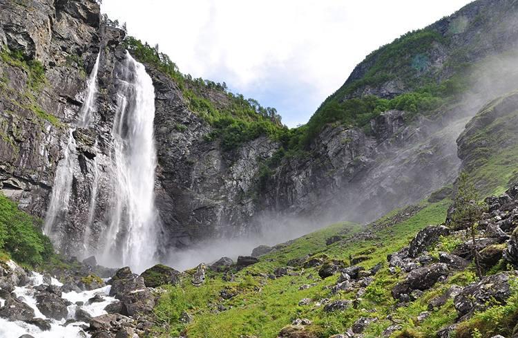 Feigumfossen wodospad Norwegia ciekawostki atrakcje wycieczki