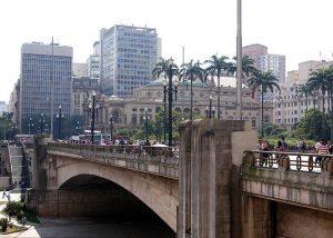 stare centrum miasta Brazylii palmy most