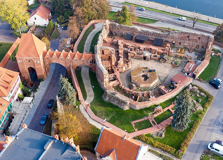 zamek krzyżacki ruiny Toruń ciekawostki atrakcje zabytki