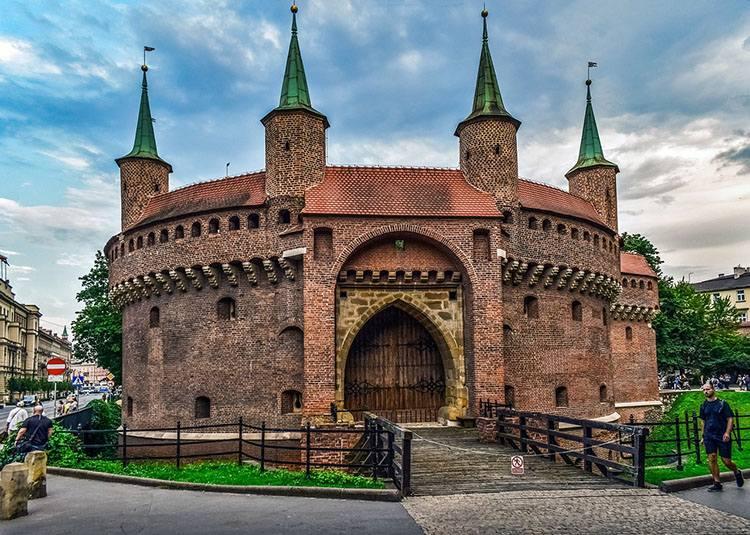 Barbakan Kraków ciekawostki zabytki atrakcje