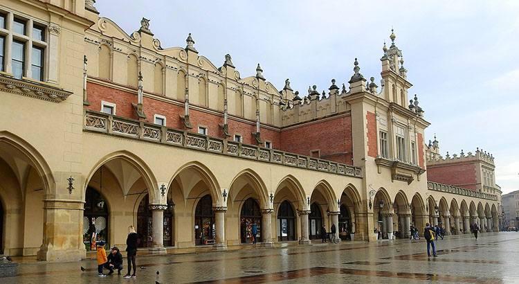 Sukiennice Kraków ciekawostki zabytki atrakcje