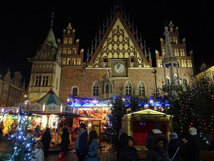 Ratusz we Wrocławiu zabytki Rynek jarmark bożonarodzeniowy