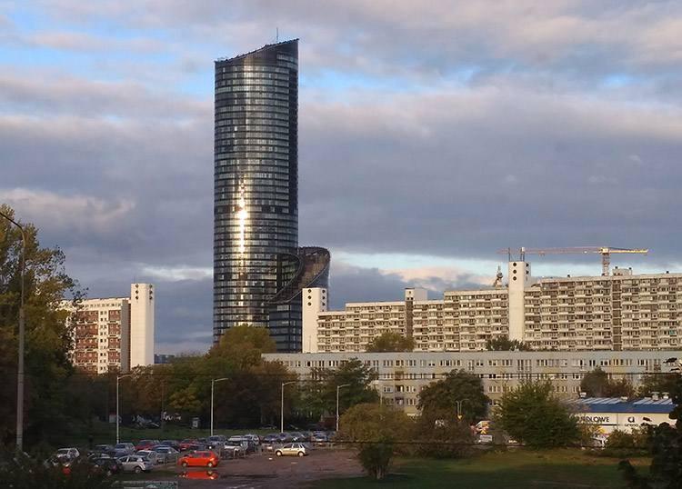 Sky Tower Wrocław ciekawostki atrakcje