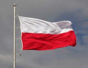 ciekawostki o Polsce Polska Polacy flaga biało-czerwona na maszcie wiatr