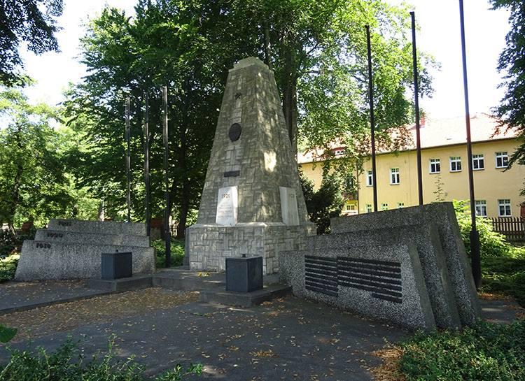 pomnik powstańców 1921 Knurów ciekawostki atrakcje zabytki