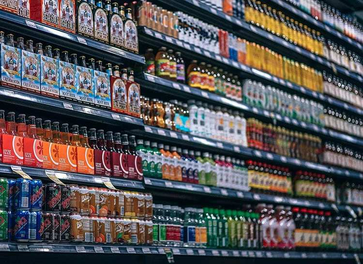 sklep zakupy półki sklepowe-napoje ciekawostki