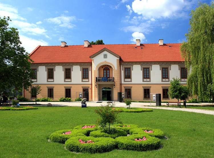 Stalowa Wola ciekawostki zamek pałac muzeum zabytki atrakcje zieleń niebo