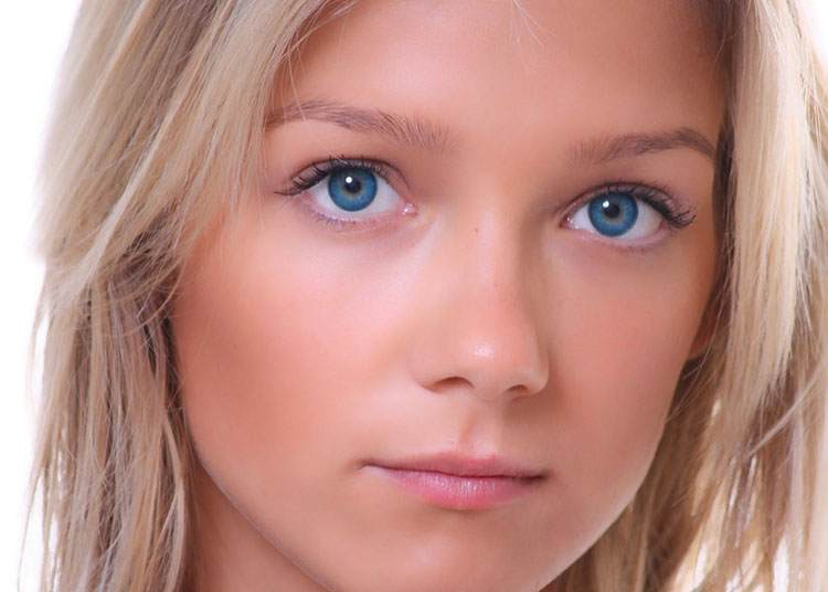 nos ciekawostki nosy kobieta dziewczyna blondynka