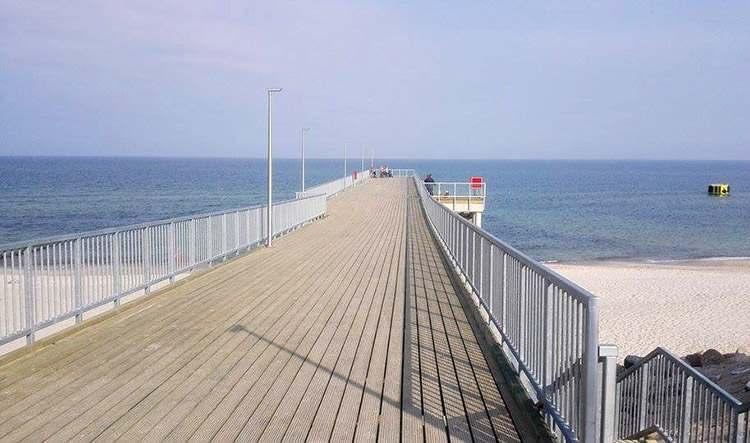 Chłopy atrakcje molo morze Bałtyk