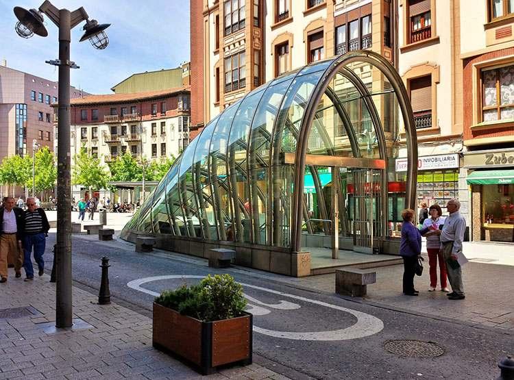 Hiszpania Bilbao metro wejście stacja