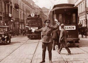 Nowy świat Warszawa policjant kieruje ruchem policja drogowa ciekawostki historia