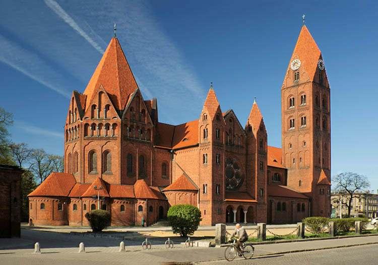 Ostrów Wielkopolski ciekawostki konkatedra kościół