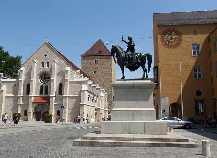Ratyzbona ciekawostki pomnik konny Ludwik I kościół Stare Miasto Regensburg