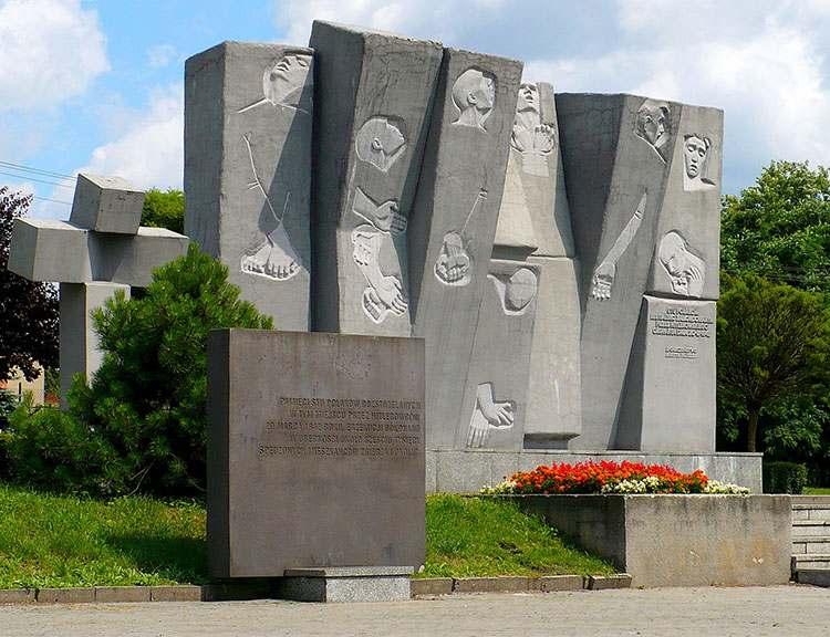 pomnik Plac Stu Straconych w Zgierzu