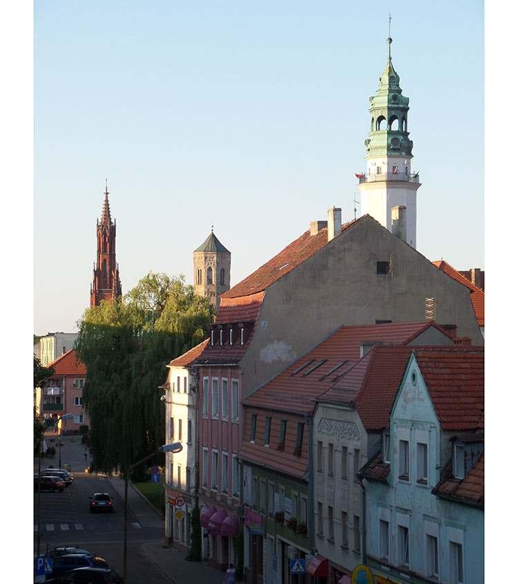 wieże ratusz Lubania kamienice miasto