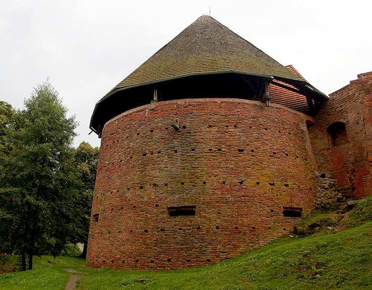 Międzyrzecz ruiny zamku lubuskie atrakcje zabytki
