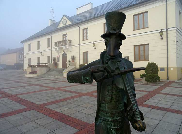 Szczebrzeszyn pomnik chrząszcza województwo lubelskie atrakcje ciekawostki
