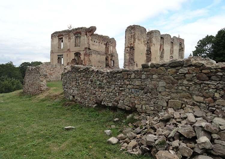 Bodzentyn ciekawostki ruiny zamku w Bodzentynie