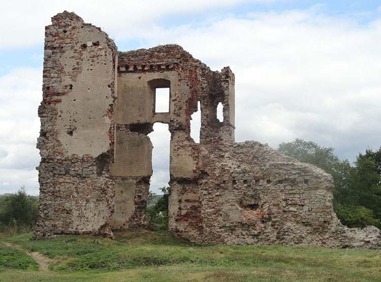 Bodzentyn ciekawostki zamek ruiny zamku
