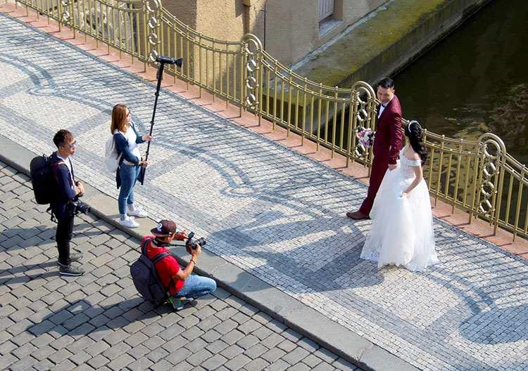 fotograf ślubny weselny na wesele fotografia ślubna sesja plenerowa