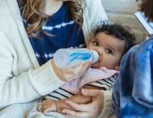 pokarm matki mleko odciąganie mleka laktacja