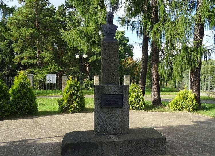 Stanisław Staszic pomnik w Skarżysku Kamiennej
