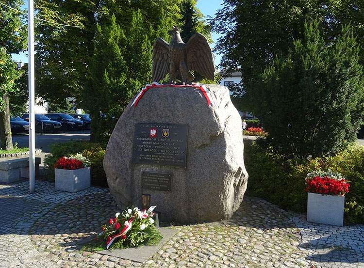 pomnik na rynku w Błoniu woj. mazowieckie