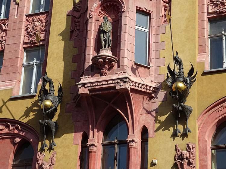 Pod Gutenbergiem fragment kamienicy Piotrkowska w Łodzi