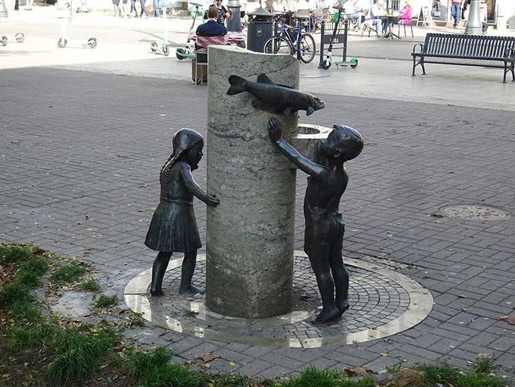 figury dzieci ulica Piotrkowska Łódź ciekawostki