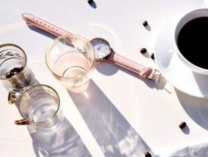 złote zegarki zegarek kawa szklanki