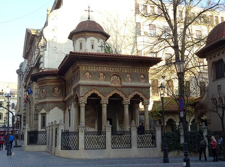 Stavropoleos monastery Bukareszt atrakcje ciekawe miejsca zabytki co warto zobaczyć Rumunia