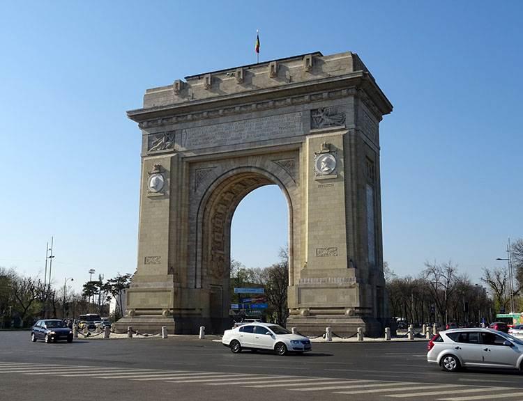 łuk triumfalny Bukareszt atrakcje ciekawe miejsca zabytki co warto zobaczyć Rumunia