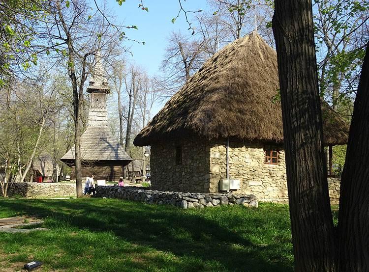 Muzeum Wsi Bukareszt atrakcje ciekawe miejsca zabytki co warto zobaczyć Rumunia