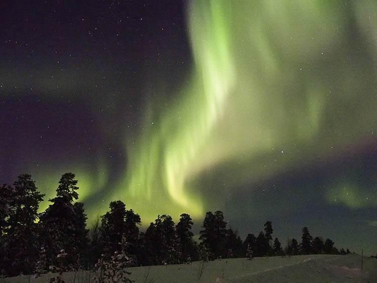 jak powstaje zorza polarna ciekawostki o zorzy polarnej