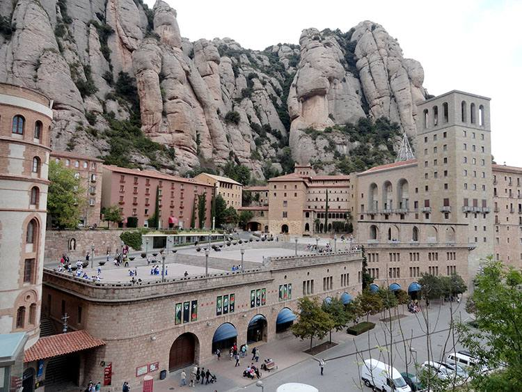 klasztor Montserrat Katalonia ciekawostki Hiszpania Barcelona