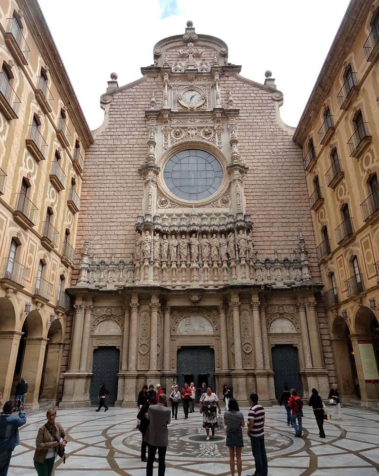 kościół La Moreneta Matka Boska Montserrat Katalonia ciekawostki Hiszpania Barcelona