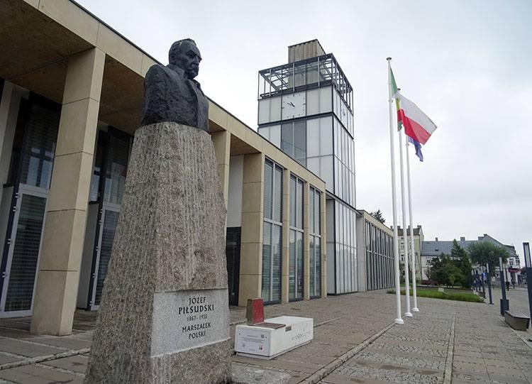 Urząd Miasta Zduńska Wola ciekawostki atrakcje zabytki pomnik Piłsudski