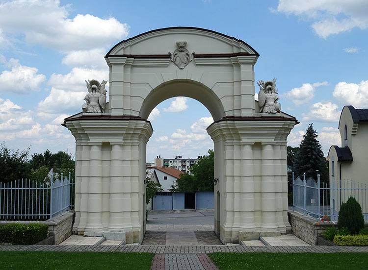 brama zamkowa Dąbrowa Tarnowska ciekawostki atrakcje zabytki