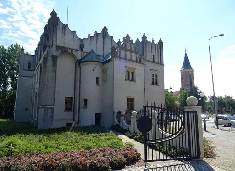 dwór zamek Pabianice ciekawostki atrakcje zabytki