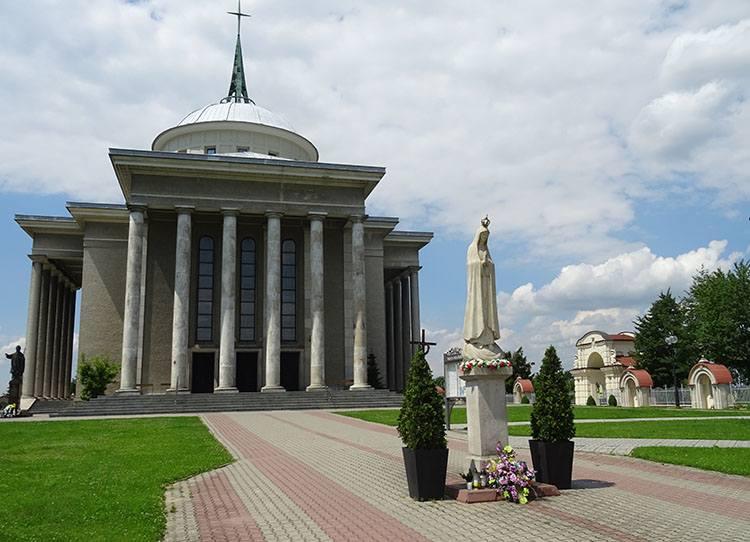 kościół Maryi Panny Szkaplerznej Dąbrowa Tarnowska ciekawostki atrakcje zabytki