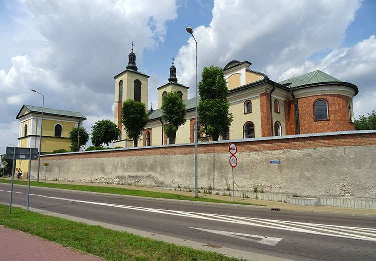 kościół Piaski zabytki ciekawostki
