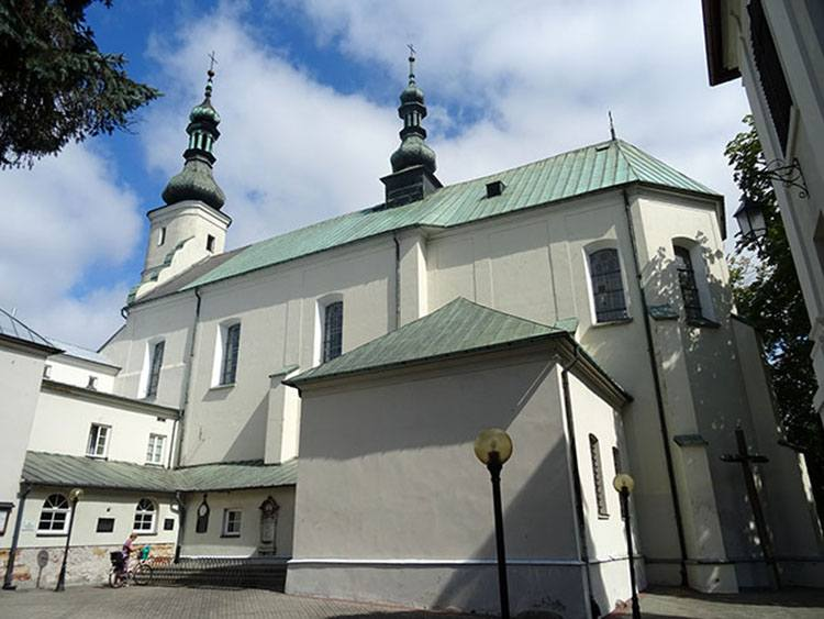 kościół Podwyższenia Krzyża Świętego Radomsko ciekawostki atrakcje zabytki
